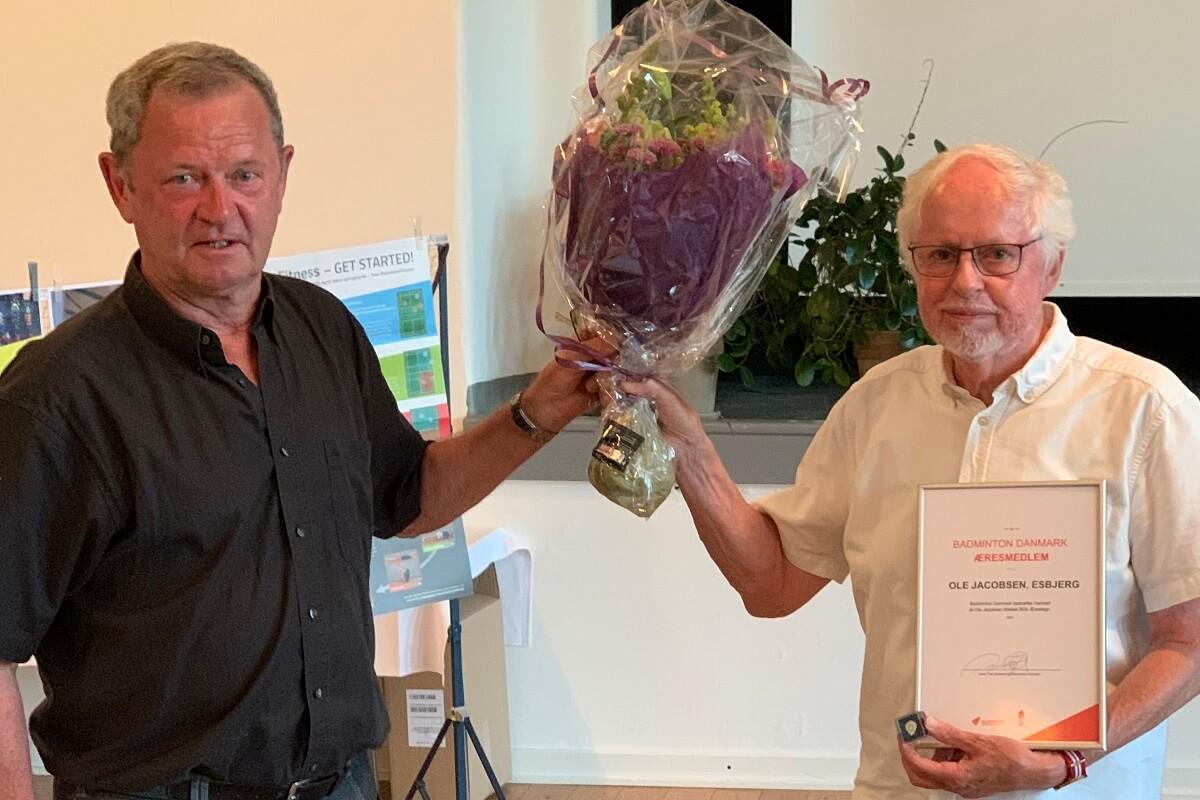 René Toft - Ole Jacobsen - Æresmedlem - Blomster - Diplom - Glæde - Fællesskab - Pris - Udnævnelse