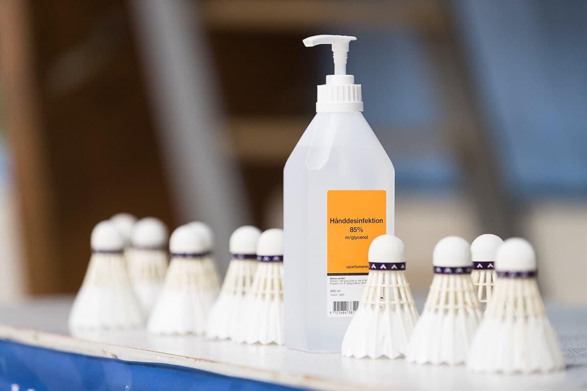 Håndsprit - sprit - corona - Covid-19 - coronavirus - sikkerhed - forhåldsregler - fjerbolde - VICTOR - Allan Høgholm
