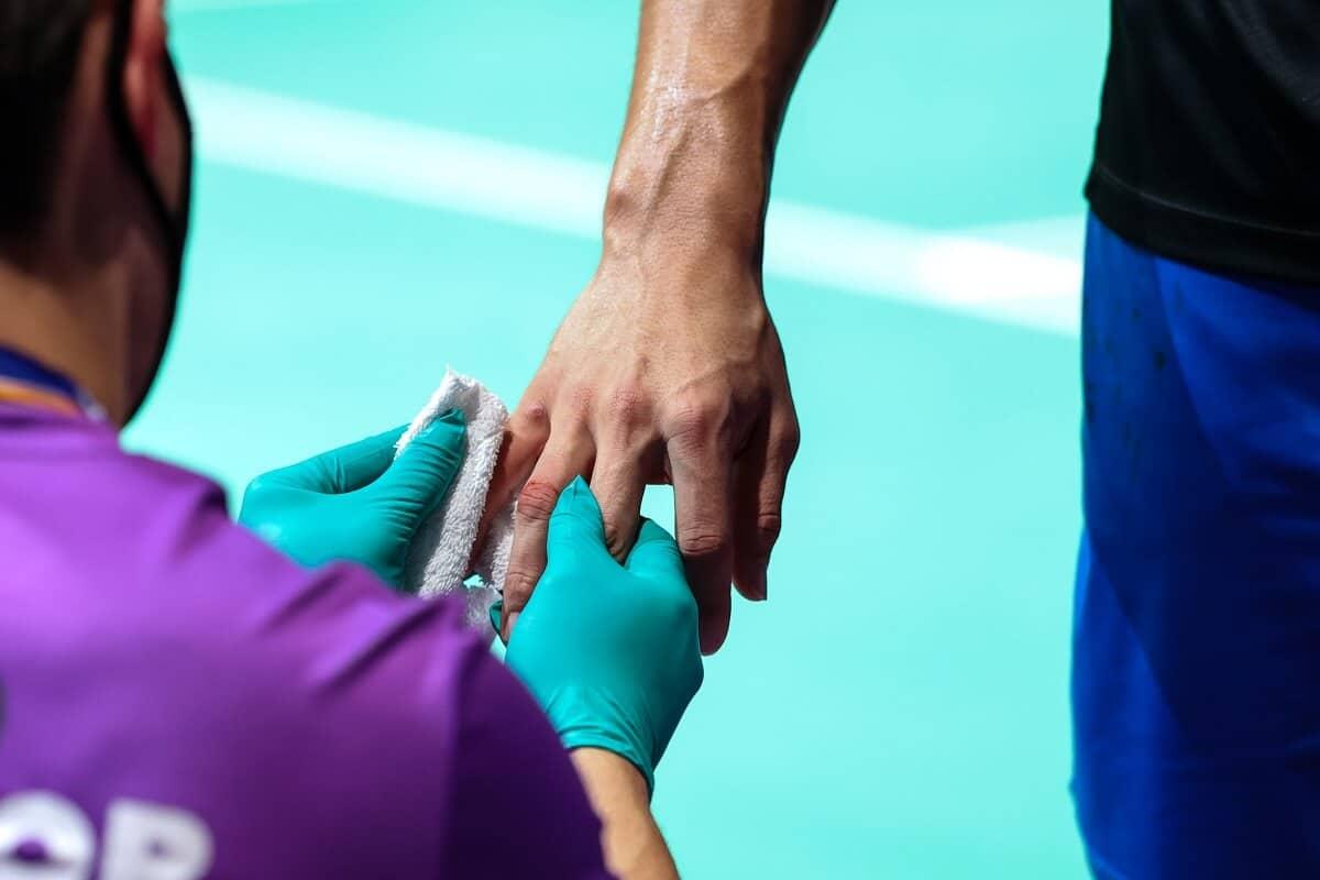 Skade - skadet - injury - finger - gummihandsker - handsker - gummi