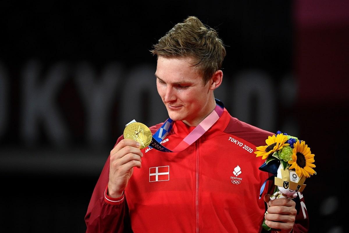 Viktor Axelsen - Kenneth Jonassen - Glæde - gråd - græde - græd - kram - tåre -tårer - OL - Tokyo 2020 - 2021 - Olympics - finale - guld - medalje - guldmedalje